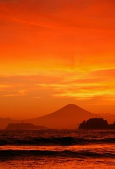 Fuji from Zushi, Kanagawa, Japan Monte Fuji, Land Art, Beautiful Sunset, Beautiful Places, Fuji Mountain, Cool Pictures, Beautiful Pictures, Vida Natural, Orange Sky