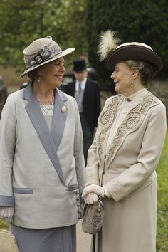 """Penelope Wilton, left, and Maggie Smith in """"Downton Abbey."""" Credit Nick Briggs/Carnival Film & Television Limited for Masterpiece Downton Abbey Episodes, Downton Abbey Season 6, Downton Abbey Costumes, Downton Abbey Fashion, Maggie Smith, Gentlemans Club, Penelope Wilton, Lady Violet, Dowager Countess"""