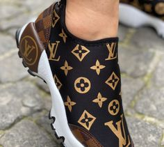Gucci Sneakers Outfit, Lv Sneakers, Louis Vuitton Shoes Sneakers, Lv Shoes, Sneakers Fashion, Fashion Shoes, Shoe Boots, Luis Vuitton Shoes, Classic Sneakers