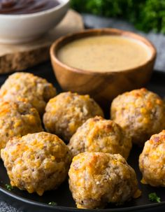 Recipes Snacks Appetizers Bisquick Sausage Balls assemble in mere minutes to form bite-sized snacks that are full of flavor & perfect for dipping! Moist, meaty, & of course- delish! Super Bowl Party, Yummy Appetizers, Appetizer Recipes, Sausage Appetizers, Sausage Cheese Balls, Bisquick Recipes, Snacks Sains, Cheese Ball Recipes, Cream Cheese Chicken