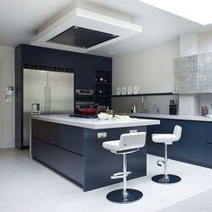 Küchen Küchenideen Küchengeräte Wohnideen Möbel Dekoration Decoration Living Idea Interiors home kitchen - Blaue und weiße moderne Küche mit Insel