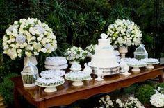 Procurando pela mesa de bolo de casamento perfeita? Veio ao lugar certo.Ao acertar os detalhes de sua festa, a mesa de bolo de casamento deve merecer destaque especial na decoração...