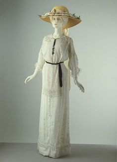 1910, France - Day dress - Lawn, lacis, embroidery of heavy cotton, net, embroidered silk ribbon