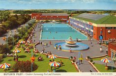 Twenty-one Further Examples of the Fabulous John Hinde Butlins postcards - Flashbak Swimming Pool Fountains, Outdoor Swimming Pool, Swimming Pools, Holiday Day, Holiday Photos, Butlins Holidays, British Holidays, Seaside Holidays, North Yorkshire