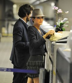 Dedicated to the lovely couple: Marion Cotillard & Guillaume Canet & their baby, Marcel Canet. Celebrity Style Casual, Celeb Style, My Style, Couple Style, Marion Cotilard, Marion Cotillard Style, French Beauty, Fashion Couple, French Actress