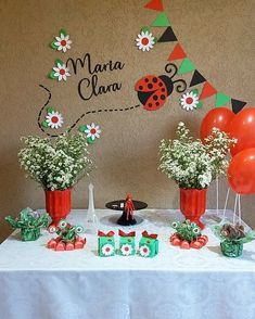 Honey Bee Facts, Ladybug Party, Bday Girl, Ideas Para Fiestas, Birthday Decorations, Classroom Decor, Party Themes, Alice, United Nations