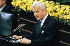 Am 8. Mai 1985 sprach Weizsäcker im Bundestag zum 40. Jahrestag des Kriegsendes. Das Datum sei für die Deutschen kein Grund zum Feiern, sondern ein Tag der Befreiung vom menschenverachtenden System der Nazi-Gewaltherrschaft.