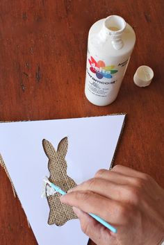 Make It Monday- Burlap Banner - Bloom Designs great instruction and tips on how to paint on burlap Easter Garland, Easter Banner, Bunny Party, Easter Party, Holiday Fun, Holiday Crafts, Holiday Decorations, Bunny Birthday, Diy Ostern