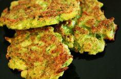 Pour 10 galettes     1 brocoli     65g de farine     1 œuf     30g de parmesan en poudre     1 petite gousse d'ail     1/2 cc de sel     du...