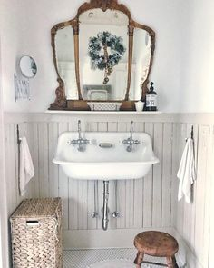 Vintage Bathroom Decor, Vintage Bathrooms, Chic Bathrooms, Diy Bathroom Decor, Farmhouse Bathrooms, Bathroom Sconces, Bathroom Cabinets, Budget Bathroom, Ikea Bathroom
