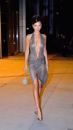 Bella Hadid leaving Victoria's Secret Fashion Show After Party in. Informations About Bella Hadid Sexy Outfits, Sexy Dresses, Fashion Outfits, Fashion Fashion, Bella Hadid, Fashion Show Party, Look 2018, Victoria Secret Fashion Show, Mannequins