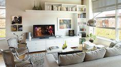 Le séjour regroupe une collection éclectique de meubles | Photo: Yves Lefebvre #salon #sejour #deco