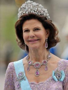 Её величество королева Сильвия , урожденная Сильвия Рената Зоммерлат ( р. 23 декабря 1943, Гейдельберг) — королева Швеции, жена короля Швеции Карла XVI Густава.