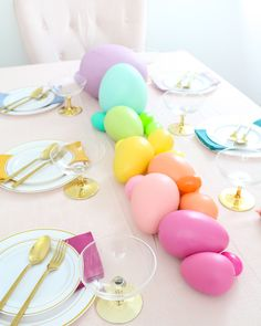 No need to host a hunt — these eggs are fully on colorful display. Use paint to transform an assortment of decorative eggs to create a colorful pastel rainbow centerpiece for Easter dinner. Easter Party, Easter Table, Easter Gift, Easter Eggs, Easter Dinner, Happy Easter, Rainbow Centerpiece, Centerpieces, Table Decorations