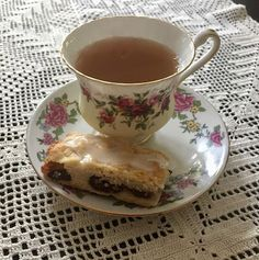 My Mother's Apron Strings cherry shortbread Anne With An E, Aesthetic Food, Cute Food, Shortbread, Afternoon Tea, Tea Time, Nom Nom, Deserts, Tea Party
