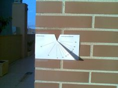[How to make a cutout vertical sundial] After spending a few days, recording where the sun is in our backyard (for planting a new tree), I now want to make a sundial with my little one. Something fun and educational. Classroom Projects, Diy Projects, Math Blocks, Times Tables, Sistema Solar, Sundial, Activities To Do, Business For Kids, Stuff To Do