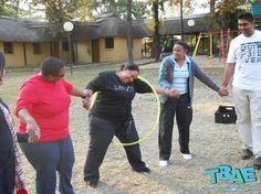 New Group Outdoor Games For Kids Team Building Ideas Youth Group Games, Youth Activities, Activity Games, Fun Games, Outdoor Team Building Activities For Adults, Activites For Teens, Pool Games Kids, Balloon Games For Kids, Field Day Activities