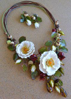"""Купить Комплект """"Белый шиповник"""" - шиповник, белый цветок, колье с цветами, украшения с цветами"""