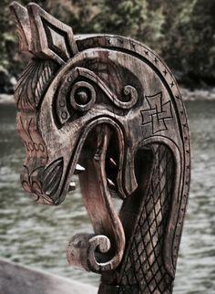 ship carving norway boat dragon wooden Wood viking norge ornament vikings norse tatharielcreations Tathariel Tathariel creations norwegian w. Art Viking, Viking Dragon, Viking Life, Viking Warrior, Viking Woman, Viking Queen, Escudo Viking, Objets Antiques, Ship Figurehead