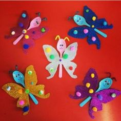 Lots of free preschool crafts and worksheets for preschoolers,teachers and parents. Free Preschool, Preschool Worksheets, Preschool Crafts, Pre Kindergarten, Butterfly Crafts, Recycling, Alice, Easter, Spoon