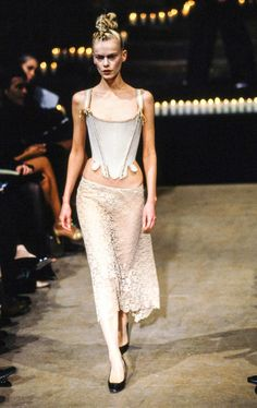 Alexander McQueen Fall 1996 Ready-to-Wear Fashion Show - Emma Balfour