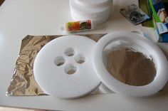 DIY - Make your own giant button for Lalaloopsy Party! I am so doing those, they are so cute and I can add some glitter too... :)