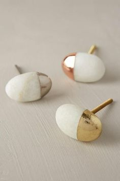 Beautiful knobs for a lovely furniture update. It reminds me white stones on beaches deepen in the golden sun :) Stonecutter Knob # home Definitely using these on my next dresser refurbishing project! Knobs And Handles, Drawer Knobs, Knobs And Pulls, Cabinet Knobs, Drawer Pulls, Door Handles, Diy Door Knobs, Kitchen Door Knobs, Cabinet Handles