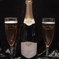 Engraved Champagne Flutes are the ideal gift for the happy couple. Names of the couple and the date of the wedding engraved free of charge. Engraved Champagne Flutes, Personalized Wedding, Pairs, Bright, Couples, Happy, Gifts, Products, Presents