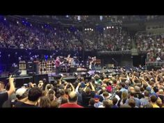 Pearl Jam - Yellow Ledbetter - Pittsburgh, PA 10-11-13 ...@ kalena @ Caira this is how our show should have ended!!!!!