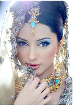 latest-valima-bride-makeup-2012-13-cool-white