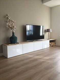 TV-Möbel - Home Accents living room Living Room Tv, Interior Design Living Room, Home And Living, Living Room Designs, Coastal Living, Apartment Living, Wood Wood, Fire Wood, Wood Vase