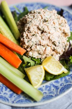 Easy Salmon and Dill Salad - Lunch inspiration. Canned Salmon Salad, Canned Salmon Recipes, Salmon Salad Recipes, Fish Recipes, Seafood Recipes, Healthy Recipes, Fresco, Clean Eating Snacks, Healthy Eating