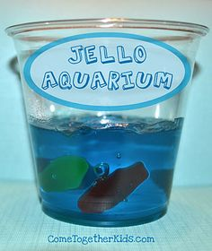 Jello Aquarium: Add gummy fish fruit snacks to Jello for a fun, cool treat.the Swedish fish absorbed the jello and became. Blue Jello, Kindergarten Snacks, Jello Aquarium, Birthday Treats, Birthday Parties, Kid Parties, Gelatina Jello, Gummy Fish, Jelly Fish