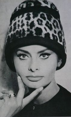 Sophia Loren's feline beauty --Vintage beauty in a leopard hat ~ Sophia Loren Sophia Loren, Classic Beauty, Timeless Beauty, Classic Hollywood, Old Hollywood, Hollywood Couples, Divas, Italian Actress, Italian Beauty
