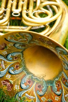 I wish my French horn looked this cool. Horn Instruments, Mellophone, Brass Music, Band Nerd, Music Mood, French Horn, Love Band, Music Images, Music Humor