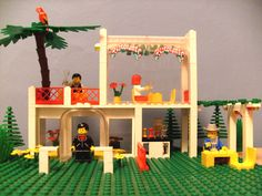 Lego 6376-1: Breezeway Café (1990) - my first parrot, palmtree and Paradisa set. This photo appears in Sarah Herman's 'Building A History: The Lego Group' book (ISBN: 9781844681259)