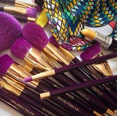 I want a super nice fullll set of professional makeup brushes :)