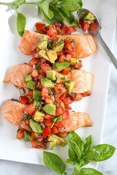 Grilled Salmon with Avocado Bruschetta Recipe Ww Recipes, Salmon Recipes, Seafood Recipes, Dinner Recipes, Cooking Recipes, Healthy Recipes, Skinnytaste Recipes, Summer Recipes, Grilling Recipes