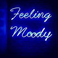 Feeling Moody, Neon
