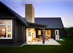 Do you like farmhouse style but still look modern? Here our team will give some tips, trick and ideas for modern farmhouse exterior that you can choose. One of them must suit your style and taste. Hopefully inspire you. Modern Farmhouse Exterior, Farmhouse Style, Farmhouse Design, Exterior Colors, Exterior Design, Paint Your House, Black House Exterior, Black Barn, Black White