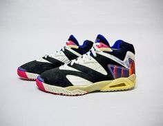 best sneakers 5f187 becc5 The Nike Air Tech Challenge of the 1992 Challenge Court Collection.  Sandalias, Zapatos,