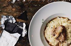 Spargelrisotto mit Krustenbraten und Schokoladensauce / http://piasdeli.de/Rezept/spargelrisotto-mit-krustenbraten-und-schokoladensauce/