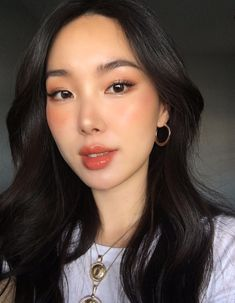 Make-up Asian glowy 49 besten Ideen - Makeup Tutorial Smokey Korean Makeup Look, Korean Makeup Tips, Korean Makeup Tutorials, Korean Beauty, Asian Makeup Looks, Korean Makeup Tutorial Natural, Asian Beauty, Dewy Makeup Tutorial, Eyeshadow Tutorials