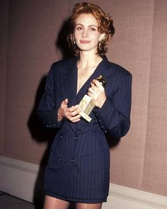 """Picking up the Best Actress gong for her role in Pretty Woman at the Golden Globes on 19 January Julia opted for a chic pinstripe…"""" Blazer Outfits, Blazer Dress, Blazer Fashion, 90s Fashion, Vintage Fashion, Fashion Outfits, Fashion History, 1980s Dresses, Pinstripe Suit"""