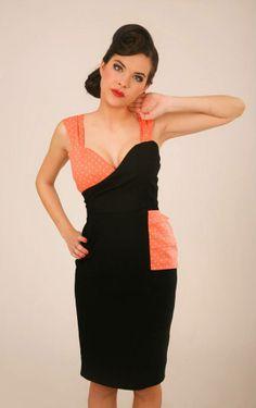 Vestido cruzado asimetrico realizado en dos colores. Pequeños volantes en un lateral. Largo aproximado de falda: 60 cmComposicion: 97% algodón, 3% lycra