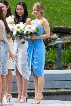 Rachel McAdams as Maid of Honor at her sister Kayleen's wedding on May 24, 2015 at the Port Cunnington Lodge in Muskoka, Canada. Rachel is wearing a Zimmermann Silk Tuck Dress. #rachelmcadams #style