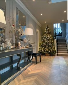 172 awesome winter decoration ideas you have to try at your home - page 16 ~ Modern House Design Interior Modern, Home Interior Design, Hallway Decorating, Interior Decorating, Living Room Designs, Living Room Decor, Glam House, Hallway Designs, Hallway Ideas