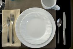 Corelle boutique swept dish set. You can get these at Amazon. I would like these for my new place. :)