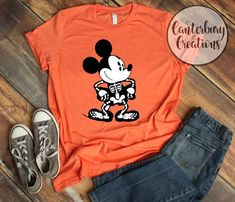 Disney Halloween Shirts, Mickey Halloween, Disneyland Halloween, Halloween Skeletons, Disney Shirts, Disney Outfits, Halloween Party, Disney Clothes, Halloween Ideas