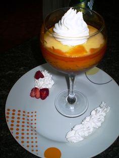Copa de Crema de Coco. Ver receta: http://www.mis-recetas.org/recetas/show/11508-copa-de-crema-de-coco